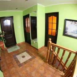 Wejścia do pokoi na piętrze